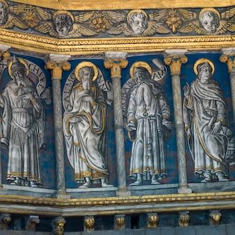 シエナ大聖堂、シエナ、トスカーナ、イタリアの内壁に描かれた詳細