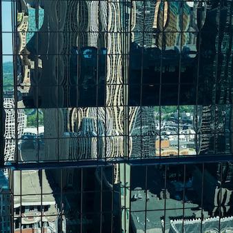 現代ガラス建物、ミネアポリス、ヘネピン郡、ミネソタ、米国の反射