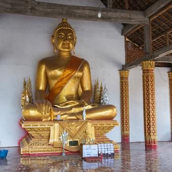 寺院の仏像、ルアンパバン、ラオス