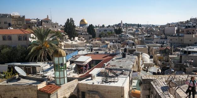 背景、エルサレム、イスラエルの岩のドームと旧市街の眺め