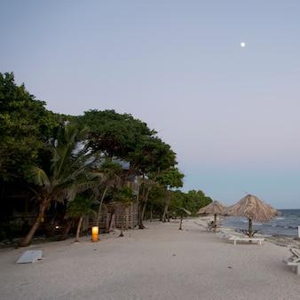 ホンジュラス、ベイ島、海岸のツーリストリゾート