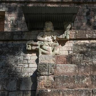 Резная фигура на археологическом месте, копан, копан руинас, копанское отделение, гондурас
