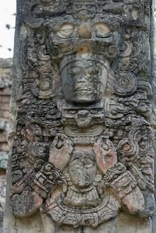 Скульптура на археологическом объекте, копан, копан руинас, копанское отделение, гондурас