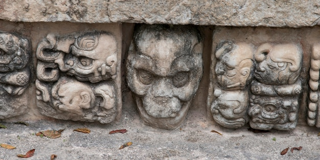 Режущие детали на археологическом объекте, копан, копан руинас, копанское отделение, гондурас