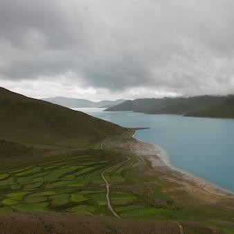 ヤムドロク湖、ナガルゼ、シャノン、チベット、
