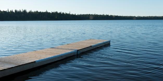 Бордуолк в озере, васагинг, национальный парк верховой езды, манитоба, канада