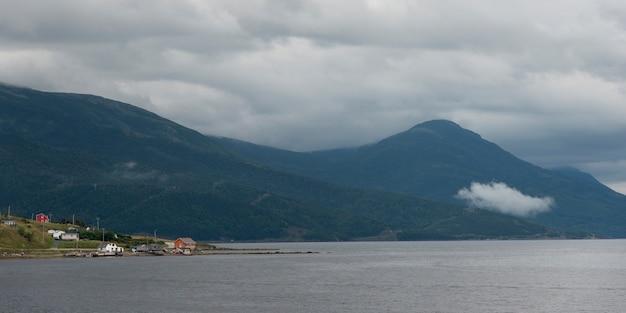 海岸に沿った住宅、ボンベイ、ノリスポイント、グロス・モーン国立公園、ニューファンドランドアンドラブラドール