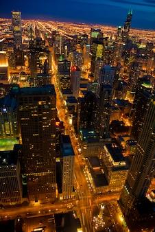 Высотные здания ночью