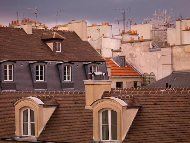 パリの建物の屋上