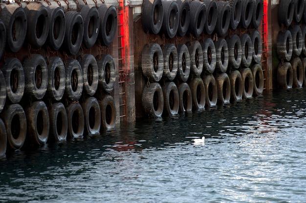 フルーアースアクセスラダー付きゴム製タイヤ付き埠頭