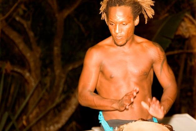 Барабанщик в ночи коста-рики