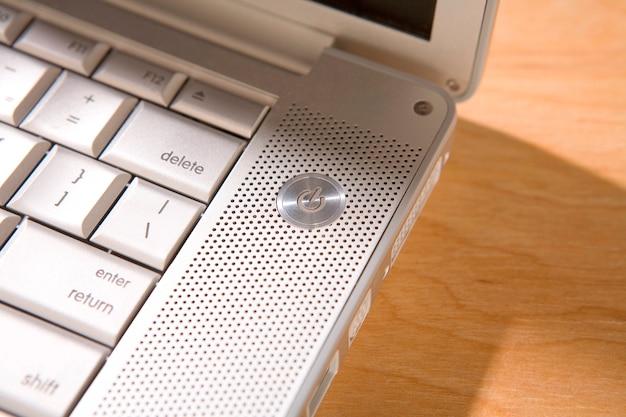 ラップトップの電源ボタン