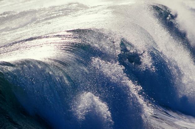パワフルな波のクローズアップ