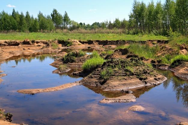 古い砂質採石場