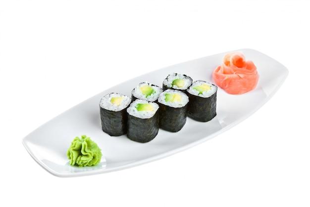 Японская кухня - суши (магуро маки ролл широй)