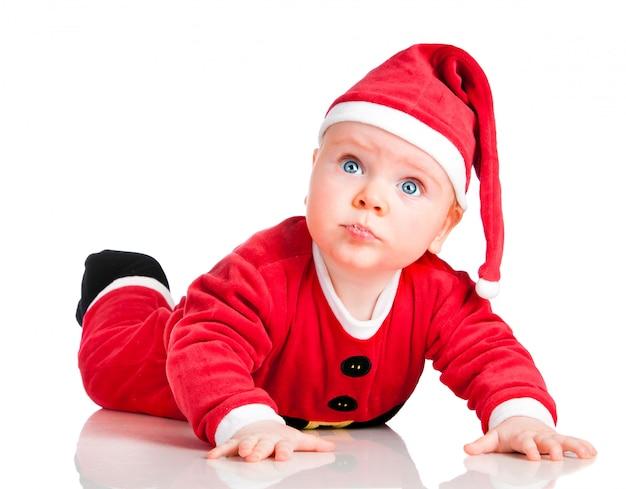 Ребенок в костюме санта на рождество на белом