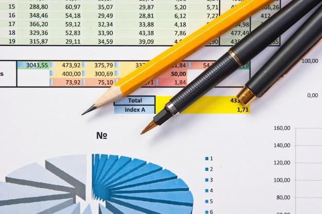 Ручка и бумага с диаграммой