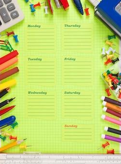 週の空の学校のスケジュール