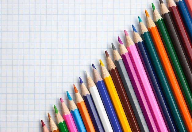 学校のノートで色鉛筆