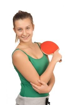 Молодая девушка с ракеткой для пинг-понга, изолированная на белом