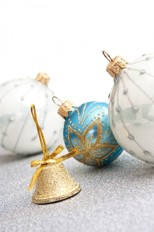 分離されたクリスマスの装飾