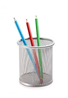 分離されたバスケットの色鉛筆