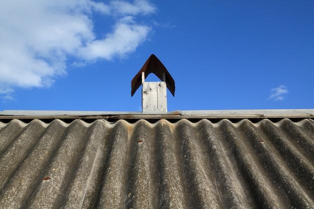 農場の屋根の通気管
