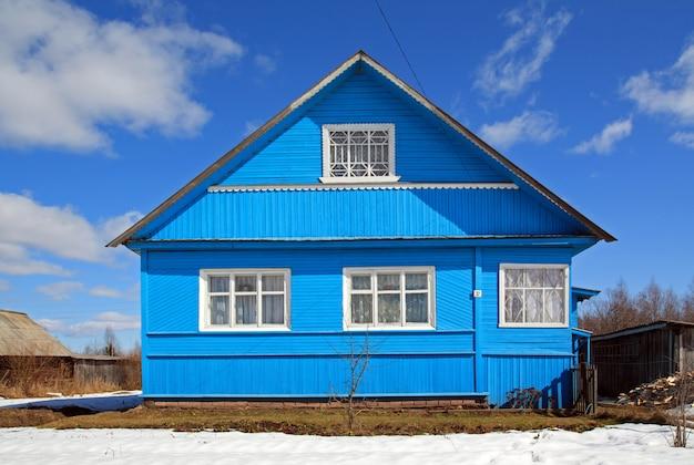 青い田舎の家