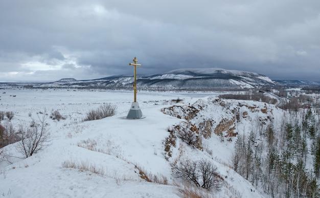 谷の冬の風景