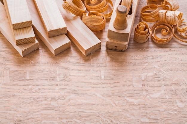 Деревянные доски столярные изделия и концепция строительства стружки