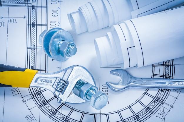 調整可能なキースパナボルトナットと設計図の建設コンセプト