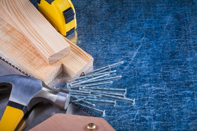 Состав металлических гвоздей молоток из деревянных кирпичей ножовка по металлу