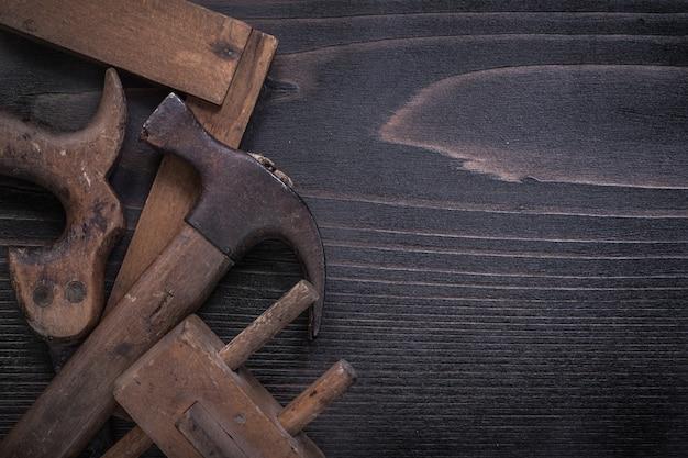 Устаревшая ручная пила деревянная маркировка колотник молоток квадратная линейка