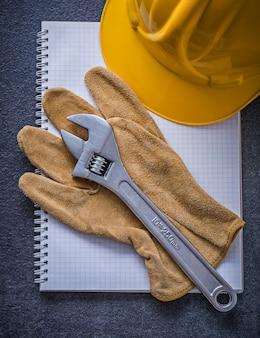 Кожаные рабочие перчатки с регулируемым гаечным ключом для ноутбуков, концепция строительства