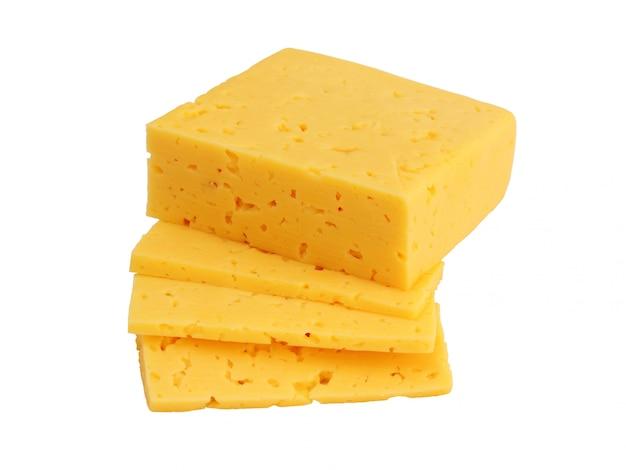 Кусок сыра изолирован