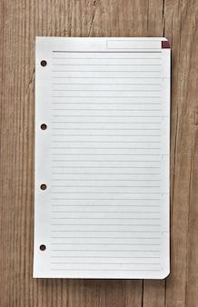 Записка на деревянном фоне