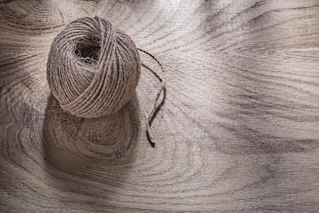 木の板にロープのハンク