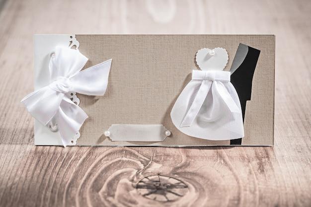 ビンテージスタイルの結婚式の招待カード