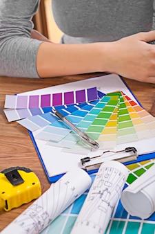 テーブルの上のデザイナーツール