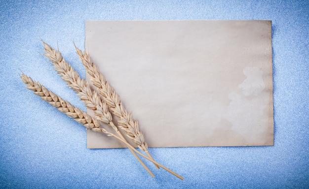 Золотые ржаные уши и старинный бумажный лист