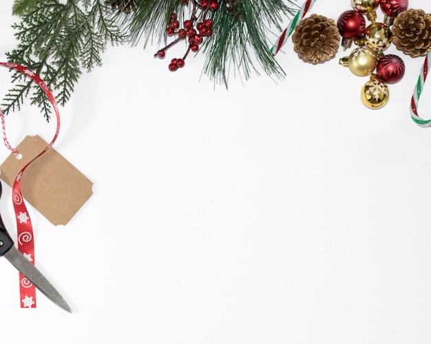 Рождественский фон с ветвями деревьев