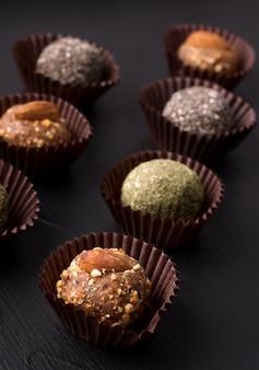ドライフルーツからさまざまな種類の便利な甘いお菓子