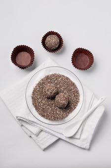 Изготовление конфет из сухофруктов с семенами чиа