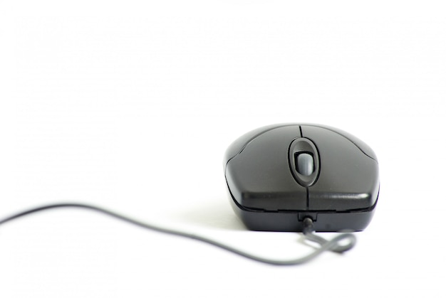 Компьютерная мышь на белом фоне
