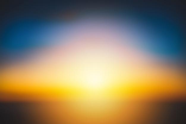 日の入り日の出明るい色の美しい空