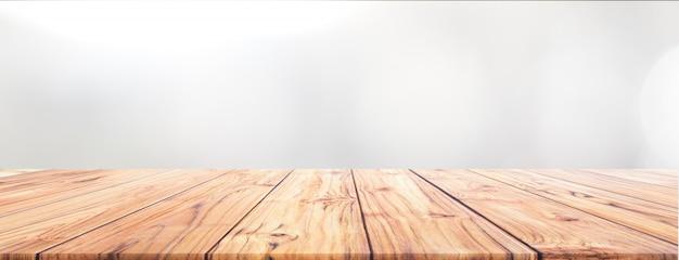 ワイドバナーの背景のための白い背景の上のチーク材の木製テーブルトップは私達にモンタージュ表示を使用しました