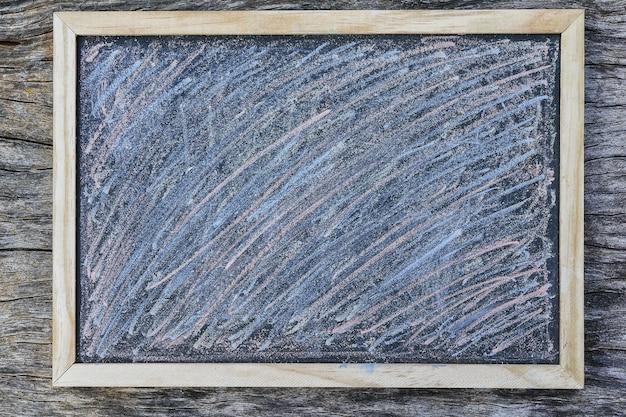 チョークで黒板塗装テクスチャフルフレーム背景