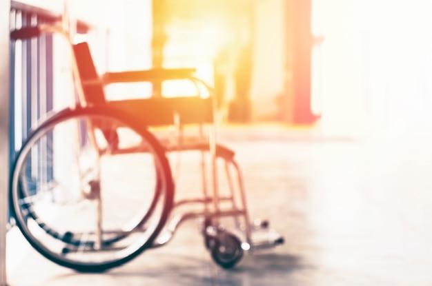 患者サービスを待っている車椅子。暖かいヴィンテージトーンフィルター