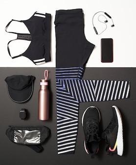 黒と白の背景に自宅やスタジオやジムでのトレーニングのための女性のトレーニング機器の平面図です。健康的なライフスタイルのコンセプト