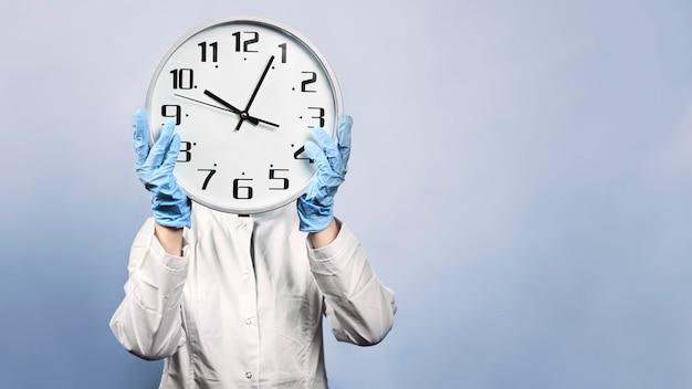 Ученые спешат с исследованием коронавирусной вакцины